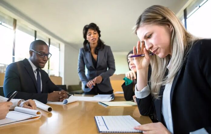 Alasan Mengapa Rekan Kerja Tidak Menyukai Anda